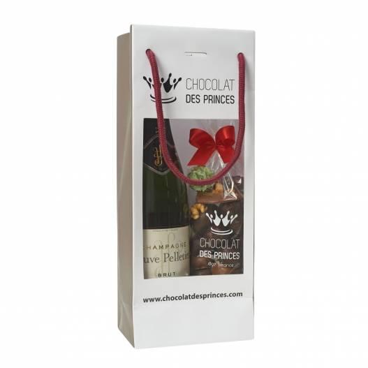 chocolats assortis et bouteille de vin